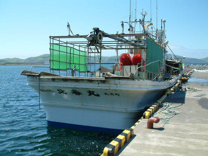 礼文島船泊の綿谷さんのエビかご船「北春丸」
