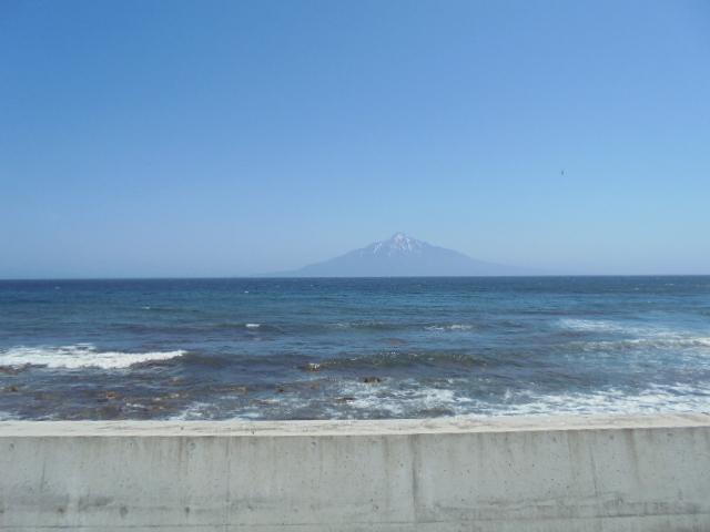 礼文島から望む利尻山